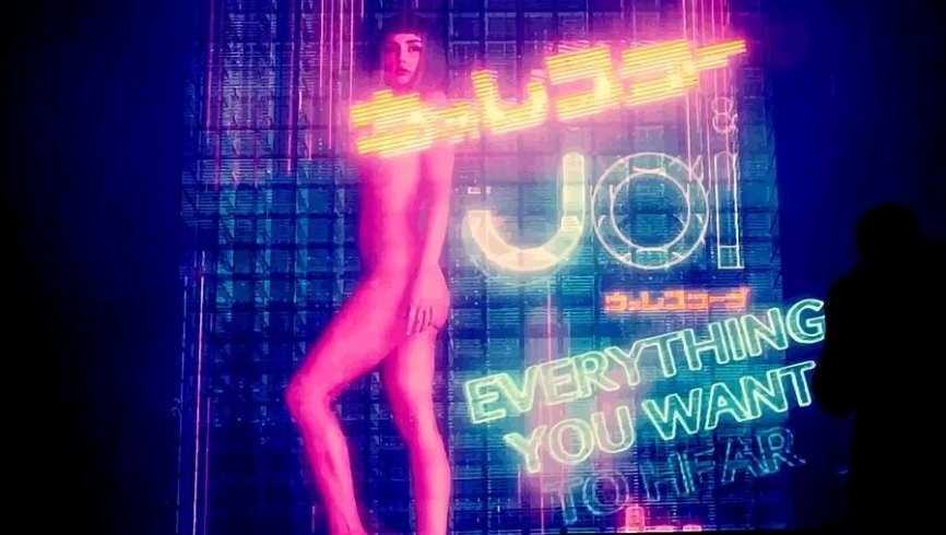 blade-runner-2049-it-is-not-stated-whether-or-not-joi-has-her-own-personality-like-that-of-the-replicants-or-just-a-manufactured-one.jpg